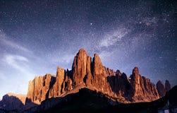 Montagne rocciose al tramonto ALPI DELLA DOLOMIA, ITALIA Fotografia Stock Libera da Diritti