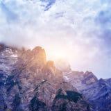 Montagne rocciose al tramonto ALPI DELLA DOLOMIA, ITALIA Immagini Stock