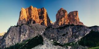 Montagne rocciose al tramonto Alpi Italia della dolomia Fotografia Stock Libera da Diritti