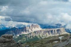 Montagne rocciose delle belle alpi delle dolomia Fotografie Stock Libere da Diritti