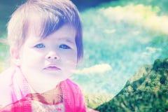 Montagne rocciose e bambino Fotografia Stock Libera da Diritti