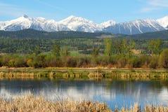 Montagne rocciose e fiume Fotografia Stock Libera da Diritti