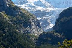 Montagne rocciose e quelle coperte di neve Immagine Stock