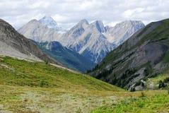 Montagne rocciose e valle fotografie stock