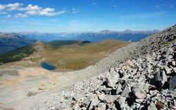 Montagne rocciose e valle di athabasca Fotografie Stock