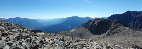 Montagne rocciose e valle di athabasca Fotografie Stock Libere da Diritti