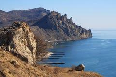 Montagne rocciose ed il mare. Foto 3371 Immagini Stock Libere da Diritti