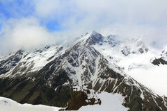 Montagne Rocciose nella regione di Caucaso in Russia Immagini Stock Libere da Diritti