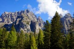 Montagne rocciose splendide in Italia di estate Fotografie Stock