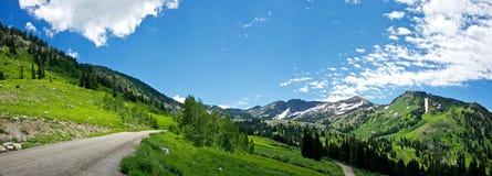 Montagne rocciose verdi Immagini Stock