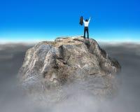 Montagne rocheuse de forme de symbole d'argent avec l'homme d'affaires encourageant Photo libre de droits