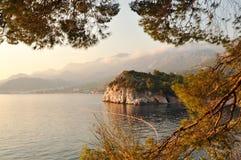 Montagne rocheuse sur l'île Photos libres de droits