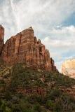 Montagne rouge de roche en parc national de Zion Image libre de droits