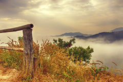 Montagne rurali della nebbia Fotografia Stock