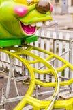 Montagne russe con il treno a forma di Caterpillar fotografie stock
