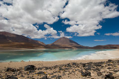 Montagne, se reflétant dans le lac, verde de laguna, BO Photos stock