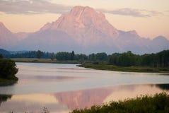 Montagne se reflétante Photos stock