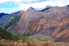 Montagne, shumack, il lago Baikal, fiume, acqua, viaggio, abete rosso, foresta, montagna, Russia fotografie stock