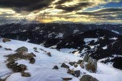 Montagne sinistre di tramonto Fotografia Stock
