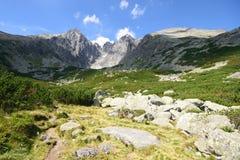 Montagne Slovacchia di Tatra con le rocce in priorità alta Immagini Stock