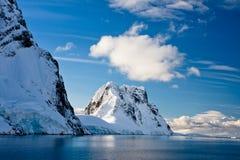 Montagne Snow-capped Fotografie Stock