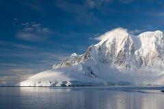 Montagne Snow-capped Immagine Stock Libera da Diritti