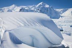 Montagne Snow-capped Fotografia Stock Libera da Diritti