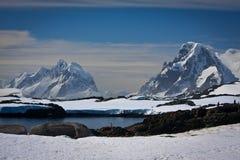 Montagne Snow-capped Immagini Stock Libere da Diritti