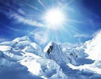 Montagne Snowcovered Photographie stock libre de droits