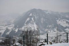 Montagne sombre photos stock