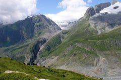 montagne sopra il ghiacciaio del aletch nelle alpi svizzere Immagini Stock
