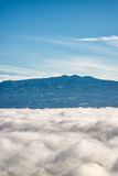 Montagne sopra le nubi Fotografie Stock Libere da Diritti