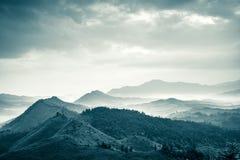Montagne sotto foschia Fotografia Stock Libera da Diritti