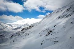 Montagne sotto neve in inverno Fotografia Stock