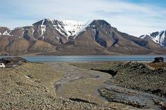 Montagne in Spitsbergen, le Svalbard, Norvegia Immagine Stock