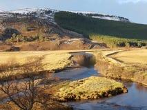 Montagne stupéfiante de fond avec la rivière image libre de droits