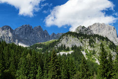Montagne stupefacenti sceniche nelle alpi Montagne austriache di Kaiser della destinazione di viaggio, catena di Wilder Kaiser, T Fotografie Stock