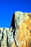 montagne sur le ciel bleu Images libres de droits