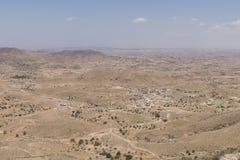 Montagne sur le désert Photos stock