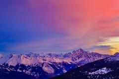 Montagne svizzere ad alba, a Diableretes e a Jungfrau - alpe svizzera Fotografia Stock