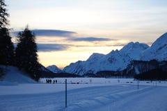 Montagne svizzere e lago congelato Immagini Stock Libere da Diritti
