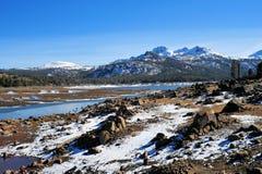 montagne tardive de lac d'automne Photographie stock