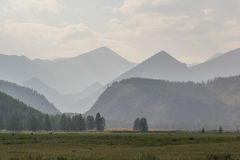 Montagne in un giorno soleggiato. Montagne di Sayan orientali. Immagine Stock Libera da Diritti