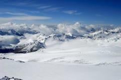 Montagne in una neve Fotografia Stock