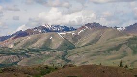 Montagne variopinte di Altai stock footage
