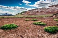 Montagne volcanique complètement de soufre et de vapeur, Islande Image libre de droits