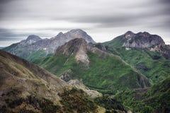 Montagnes à distance images libres de droits