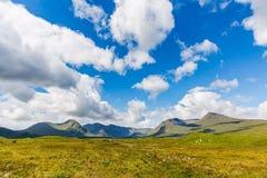 Montagnes écossaises d'été Images libres de droits