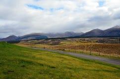 Montagnes écossaises donnant sur la campagne photos libres de droits
