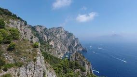 Montagnes étonnantes sur l'île clips vidéos